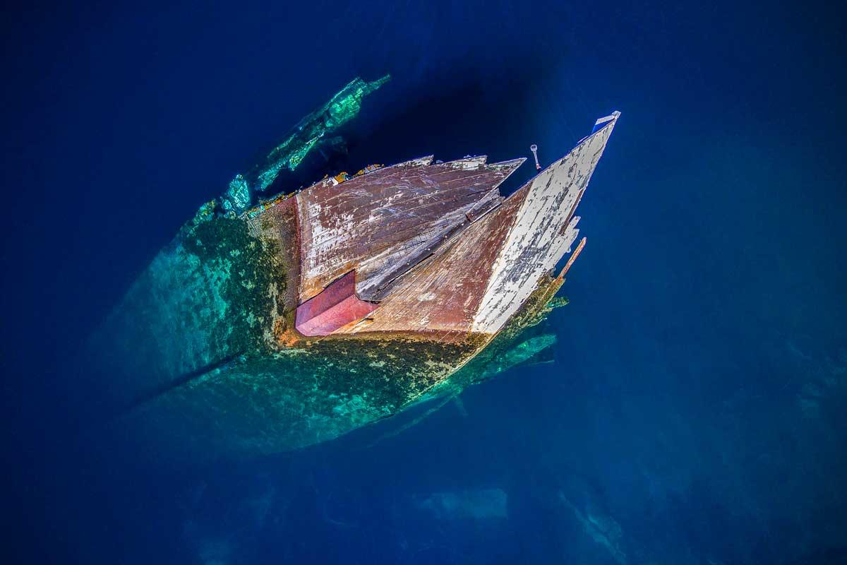 A sunken ship at Huemul Island