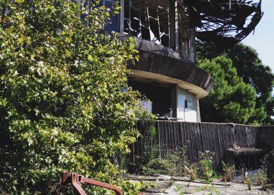 Entre el derrumbe y los escombros